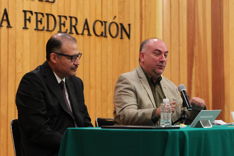 Conferencia del representante de Idea Internacional en México