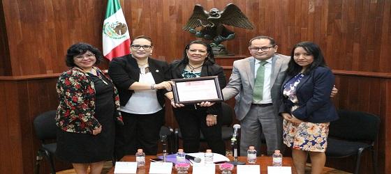 RECONOCEN A LA SALA ESPECIALIZADA POR CAPACITARSE Y GENERAR BUENAS PRÁCTICAS DE LACTANCIA MATERNA