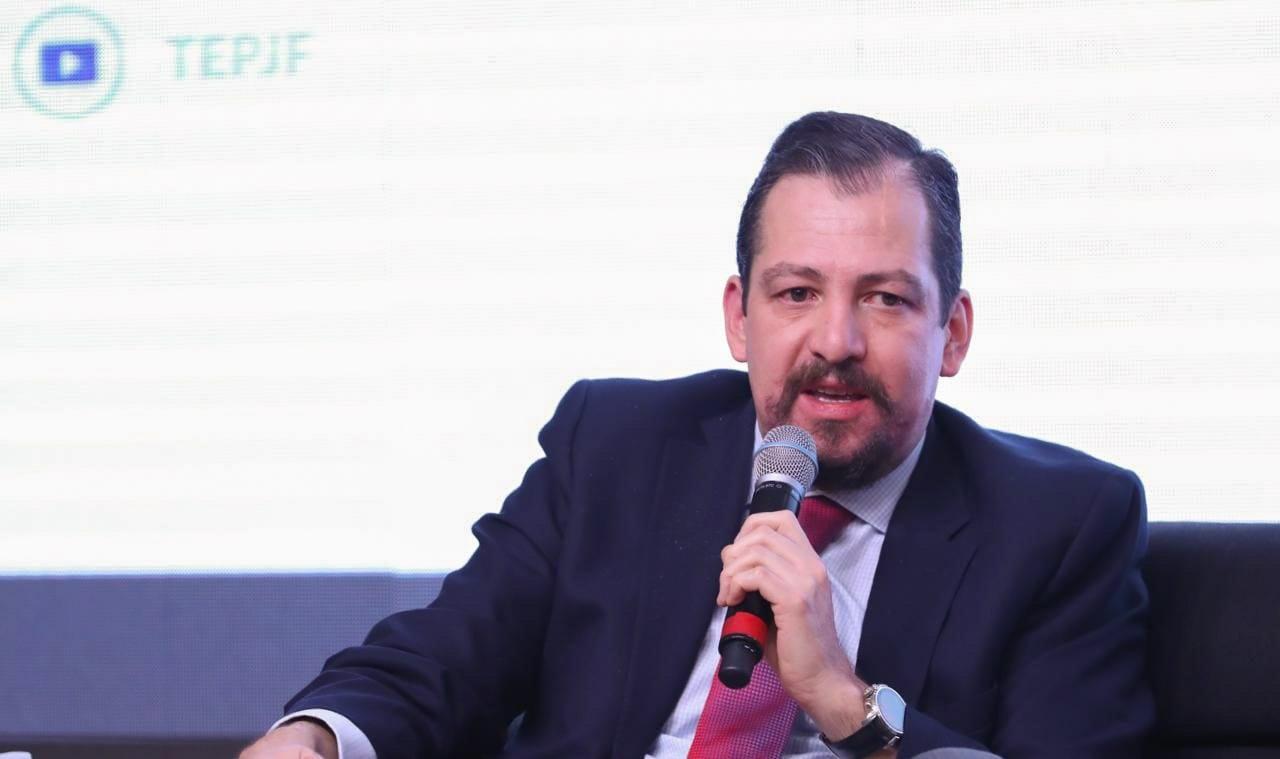 Tiene que regularse uso comercial de datos personales en internet: José Luis Vargas