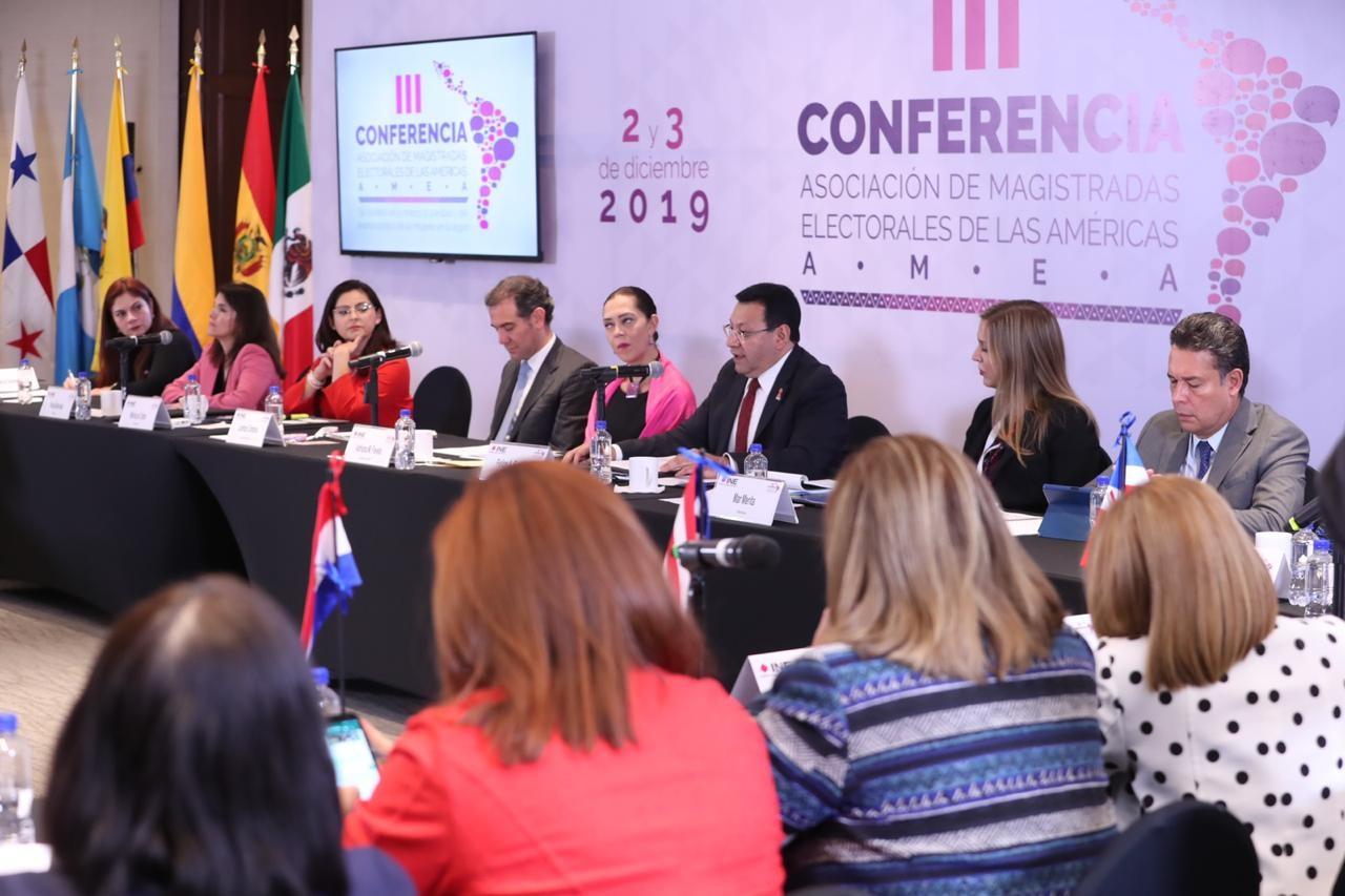 Necesario, otorgar a las mujeres condiciones para participar en democracia sin trabas, vejaciones, peligros, ni miedos: Felipe Fuentes Barrera