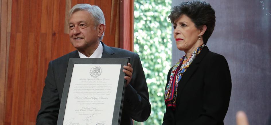 TEPJF entrega constancia de Presidente Electo a López Obrador