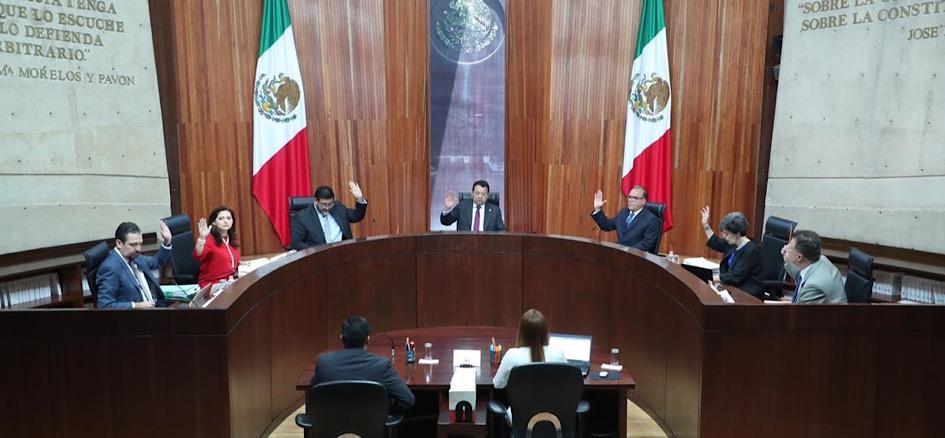 """Se confirman y amplían sanciones por serie contra López Obrador """"Populismo en América Latina"""", por violaciones a la Constitución: TEPJF"""